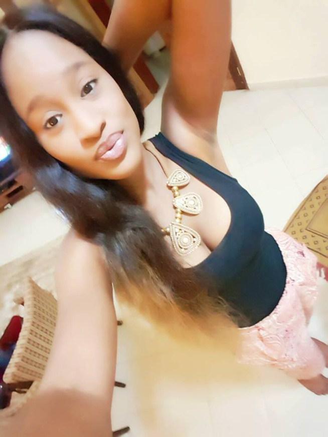 Esther Ndiaye en mode selfie…