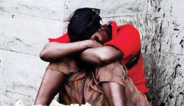 Double viol sur une déficiente mentale : Le vigile surprend un jeune homme en train de violer une déficiente mentale et prend part au supplice