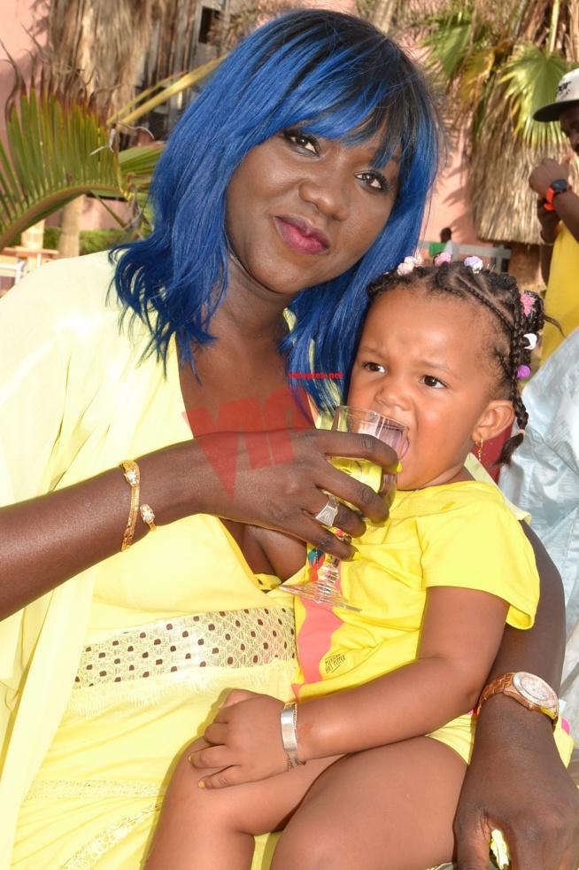 20 Photos ) Aida, la fille de Oumou Provocation a soufflé une bougie de  plus, un anniversaire pas comme les autres. Regardez