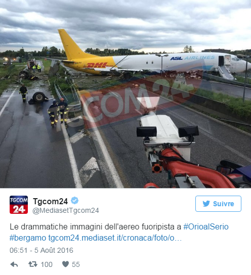 Un avion atterrit au mileu de la route à Bergame