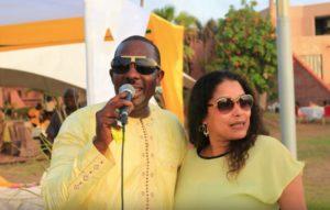 "Aida Coulibaly, en compagnie du ""jumeau"" de son mari"