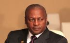 La vidéo polémique au Ghana : le Président ghanéen qui donne de l'argent à la foule