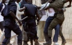 Surréaliste bataille rangée entre quatre policiers, un douanier et un gendarme