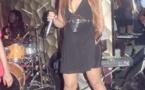 Viviane, très sexy dans sa robe