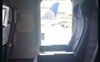 Une femme saute d'un avion qui venait juste d'atterrir