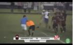 """Vidéo-Chaos total après un penalty """"oublié"""", l'arbitre agressé"""