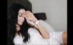 """Vidéo: Nabilla seins nus en Une du magazine """"Public"""" : La bimbo pousse un coup de gueule"""