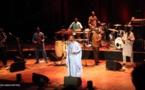 [10 Photos] Youssou Ndour enflamme la France avec un énorme concert …
