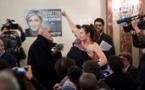 Des militantes Femen interpellées près du bureau de vote de Marine Le Pen