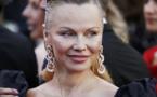 """Photos: Pamela Anderson méconnaissable sur les marches de """"120 battements par minute"""""""