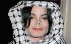 """[VIDEO] Michael Jackson serait converti à l'islam et aurait choisi un nom musulman """"Mikaeel"""" selon le tabloïd britannique The Sun"""