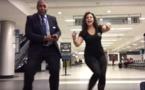 Coincée à l'aéroport, elle décide de danser avec toutes les personnes qu'elle croise !