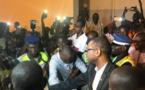 Vidéo: Arrivée de Youssou Ndour à l'aéroport Lss