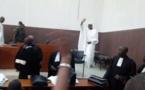 Arrêt sur images: Khalifa Sall à son entrée dans la salle d'audience du tribunal