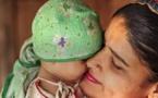 VIDEO -Les familles de deux bébés confondus à la naissance, ne les échangeront pas