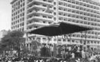Porteurs de pancartes: la réponse du Général de Gaulle à ces derniers à la place Protet (Place de l'Indépendance)
