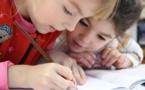 A cause des smartphones, les enfants ne savent plus tenir un stylo