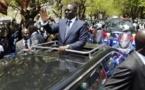 Vidéo: Macky Sall rentre tranquillement au pays, 2 jours après le vote de la loi sur le parrainage – Regardez.