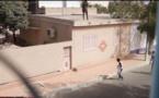 Caméra cachée: Uriner sur des gens qui passent dans une rue à Dakar (Mahfousse)