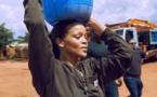 Rihanna dans la peau d'une femme au foyer africaine