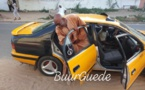 Le ministre Youssou Touré à bord d'un taxi