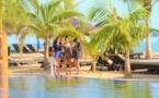 Vidéo : Lamantin Beach inaugure Blue Bay avec 20 nouvelles chambres de luxe en bois alimentées par des panneaux solaires