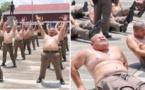les policiers thaïlandais en surpoids envoyés dans un camp d'entraînement pour perdre du poids