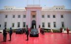 Vidéo-C'est la deuxième fois q'un véhicule prend feu devant le Palais un vendredi