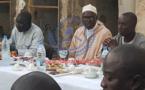 """Ramadan: Découvrez les photos de Khalifa Sall à l'heure du """"Ndogou"""""""