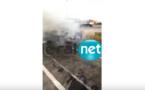 VIDEO - La voiture de Bécaye Mbaye en feu sur la route de Nguéniène