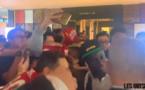 """VIDEO - Arrivée des """"Lions"""", Sadio Mané accueilli en héros à Singapour pour le match contre le Brésil"""