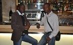Bara Gaye dans un bar...