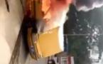 Vidéo: Un taxi prends feu en pleine rue