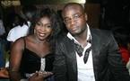 L'artiste Ndiollé pose avec un admirateur !!!