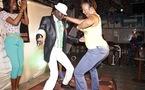 Elle danse pour Ameth Thiou