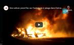 VIDEO - Une voiture prend feu en pleine nuit sur l'autoroute à péage. Regardez !