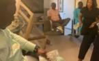 VIDEO - Après avoir chassé Viviane de Las Vegas, Mo Gates arrose de billets Aïda Samb
