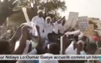 SANGALKAM: PASSAGE DE OUMAR GUEYE À KEUR NDIAYE LO, LES POPULATIONS SORTENT AVEC DES FOULARDS BLANCS POUR ACCUEILLIR LE MAIRE.