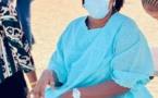 En visite en Gambie, la Première Dame, Marième Faye Sall dévoile ses rastas (Photos)