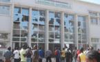 Burkina Faso: Des manifestants saccagent l'Assemblée nationale et d'autres se dirigent vers la Primature