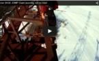 Un homme saute en parachute du haut d'une grue, son atterrissage est spectaculaire !