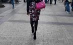 Regardez la belle Coumba Gawlo Seck dans les rues de Paris