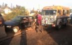 Images Choc au croisement Cambérène: un car rapide sans frein heurte un véhicule