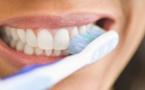 Dentifrice blanchissant : dangereux tous les jours ?