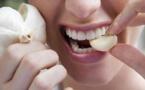 Voici pourquoi vous devriez mettre une gousse d'ail dans votre bouche tous les matins