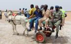 Arrêt sur image : Des autorités administratives à bord d'une charrette à Fatick