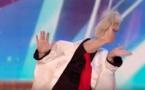 L'Allemande de 43 ans utilise ses pieds pour jouer au clown à Britain's Got Talent : L'originalité d'une création
