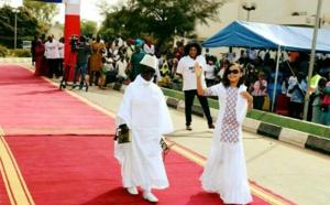Arrêt sur image:  Ces deux gamins imitent le couple Jammeh