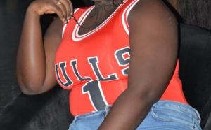Photos : Qui est cette femme fan's de Momo Dieng et des Chicago Bulls?