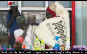 Vidéo: Le Jaraf Youssou Ndoye dans kouthia show à mourir de rire
